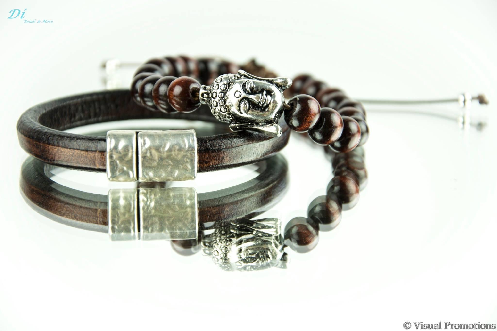 Leren armband kleur donkerbruin met magneetslot 20,- euro Houtenkralen armband met metalen Budha met handige macrame sluiting. 20,- euro