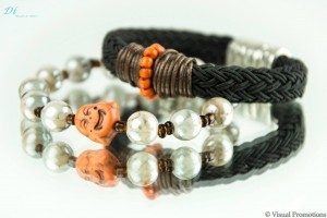 Parelmoer kralen budha armband € 10,- zwarte gevlochten armband met magneetsluiting € 17,50